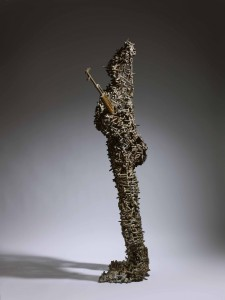 Freddy Tsimba, Woman with the Rebels Remains, 2006, Materiaux recyclés (douilles soudées, Kalachnilov ramassé) (Recycled materials (welded sockets, Kalashnilov picked up) 182 x 54 x 40 cms